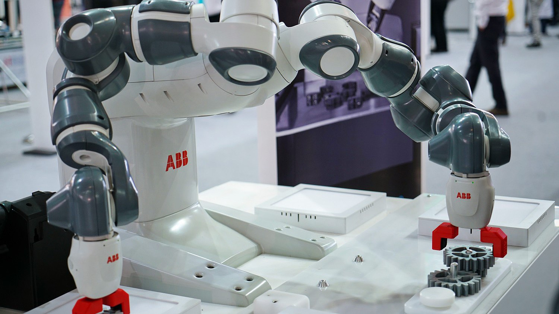 egy robot az interneten, hogy jó pénzt keressen