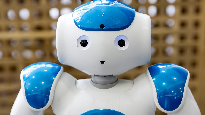 kereskedő robot pohár