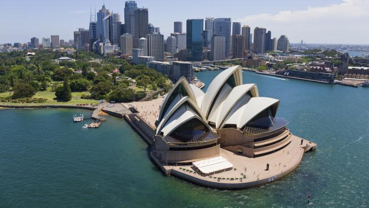 Telex: Sydney-ben már katonákat is bevetnek az emberek otthon tartására