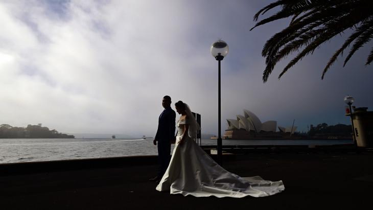 egy ember keres egy nőt esküvő)