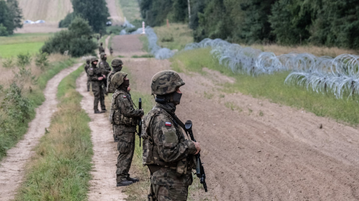 Egyre durvább a helyzet: megkétszerezték a lengyel katonák számát a határon