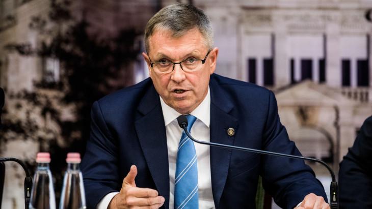 Megszólalt Matolcsy György:  kötelező mérlegre tenni a magyar forint kivezetésének és a közös euró bevezetésének dilemmáját
