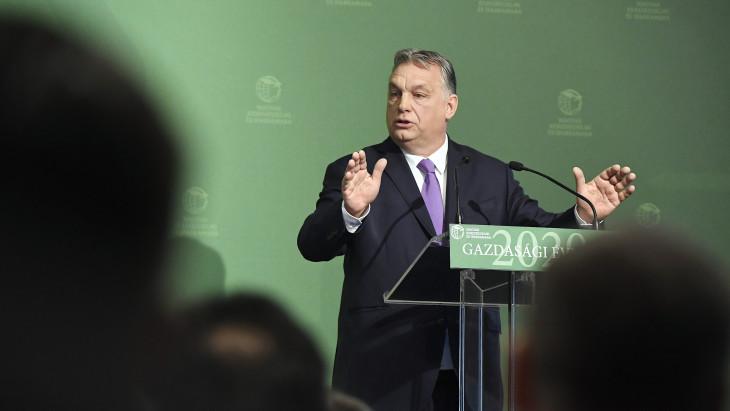 Ingoványos útra lép az Orbán-kormány, de nincs is más lehetősége