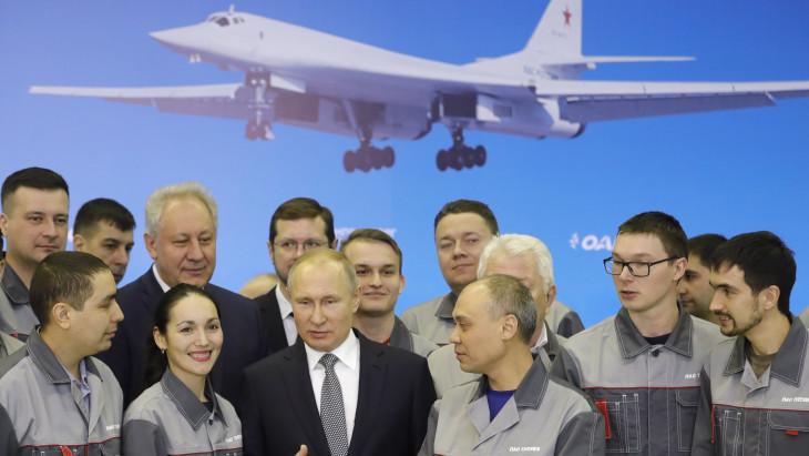 Vlagymir Putyin vadászgépekkel és bombázókkal válaszol Joe Bidennek