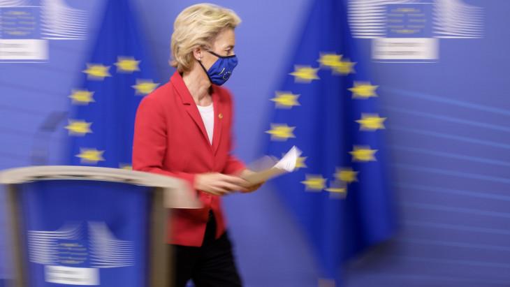 Egy szó nélkül eltűnt az Európai Bizottság önkéntes karanténba vonult elnöke és egy másik országban bukkant fel