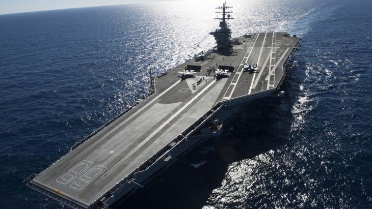 Elküldték, majd visszarendelték Irán mellé Amerika egyik legütőképesebb hadihajóját
