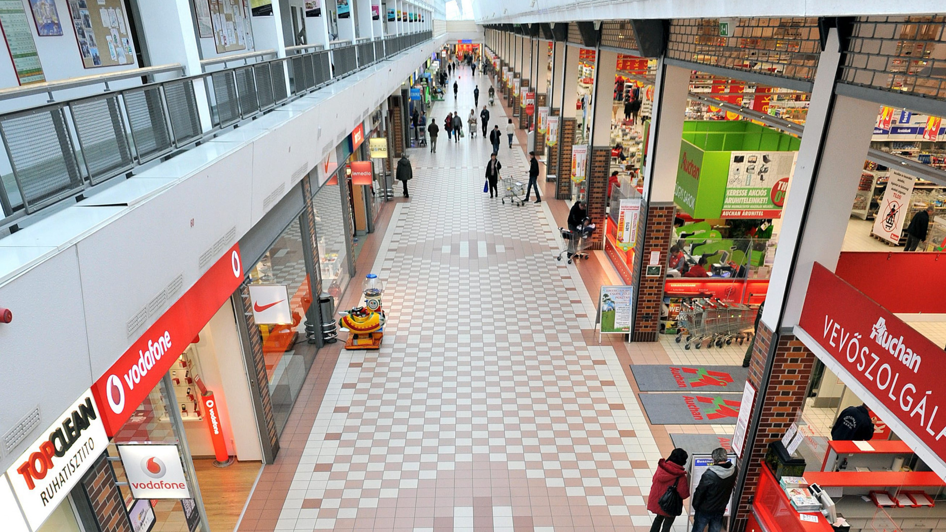 Megújul a soroksári Auchan Korzó