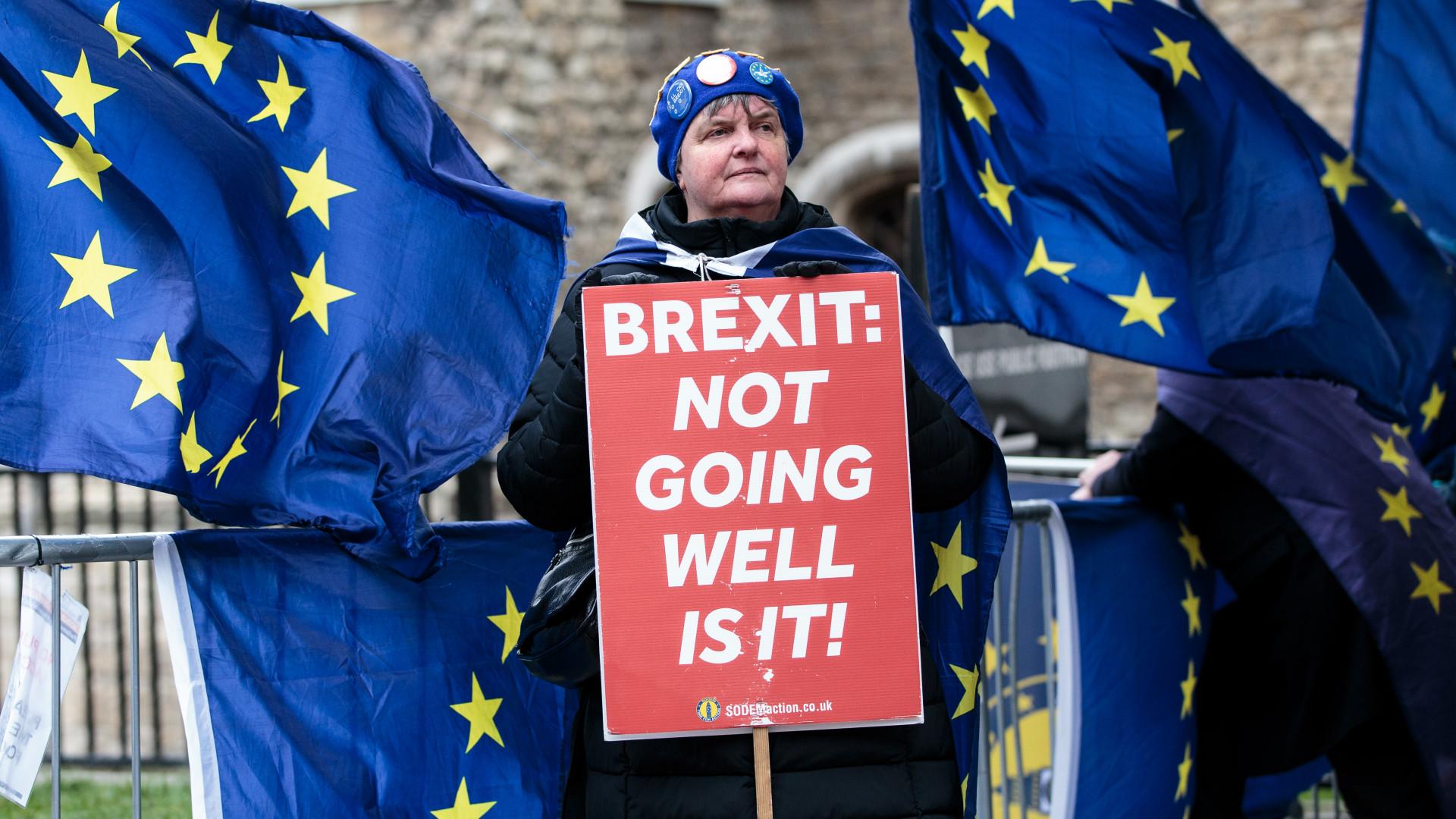Nagyon fájna a briteknek a keményfejűség: de az alku is csak kárenyhítésre lenne jó