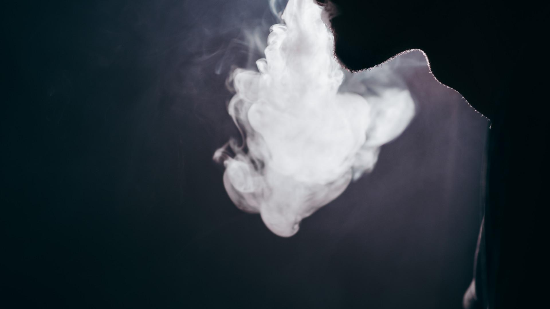 dohányzásellenes országokban)