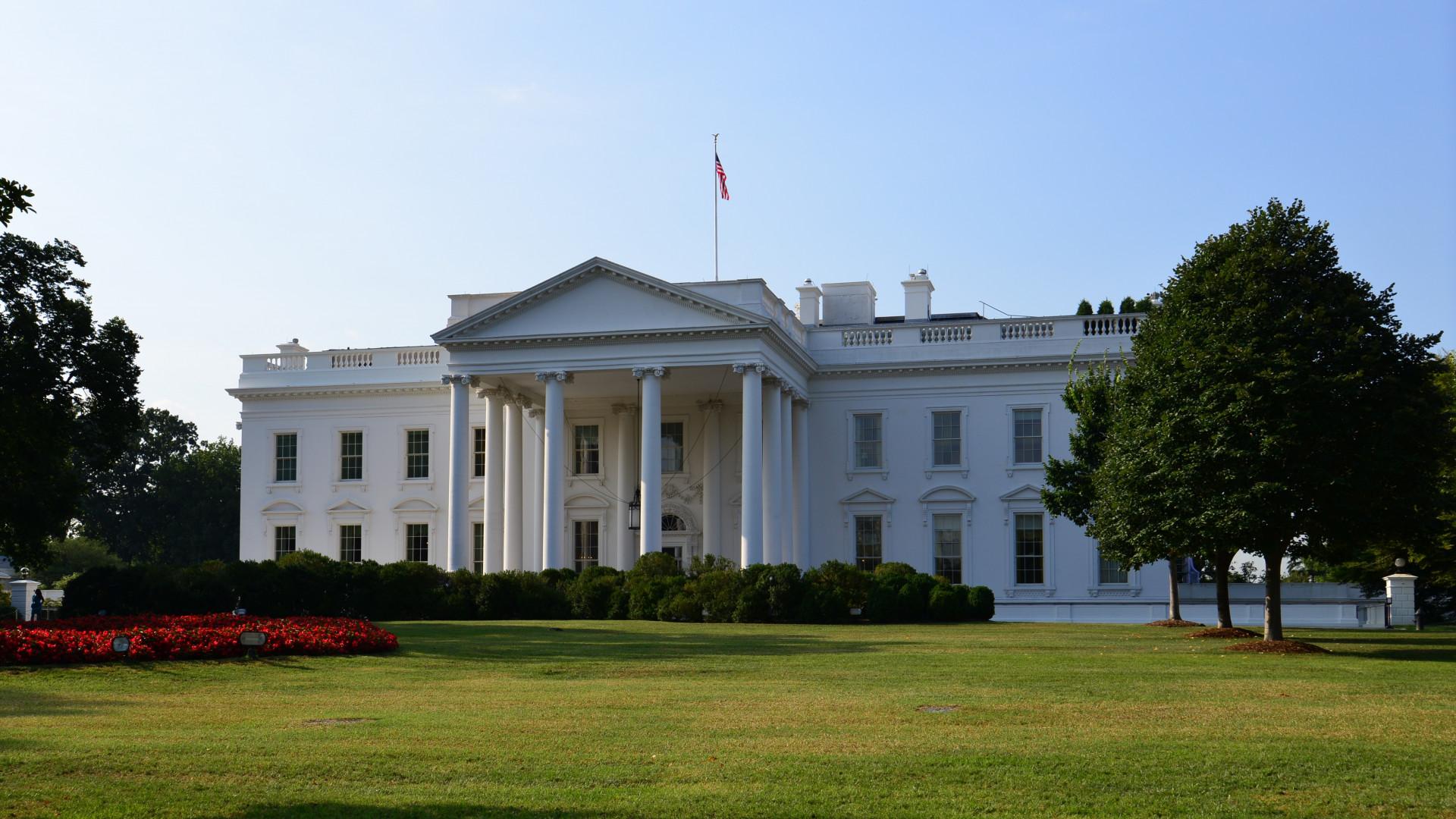 Még Joe Biden fontos találkozóját is elhalasztották a kabuli robbantások miatt
