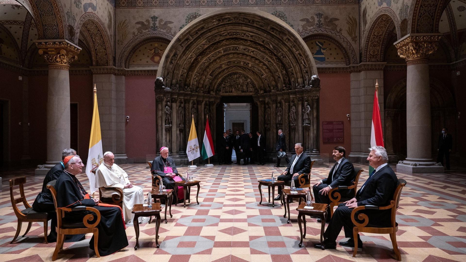 Áder János kedvenc témáiról beszélgetett Ferenc pápával