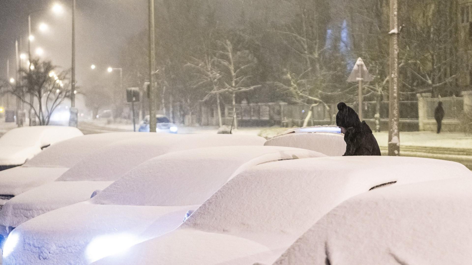 Kiadták a figyelmeztetést Budapestre és 9 megyére a nagy havazás miatt