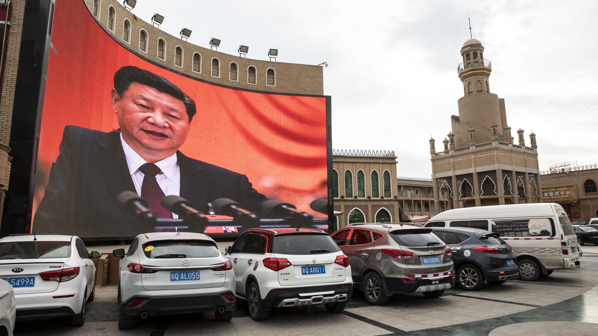 Kína sötét titka: milliókat tartanak brutális elnyomásban, totális megfigyelésben, zárt táborokban