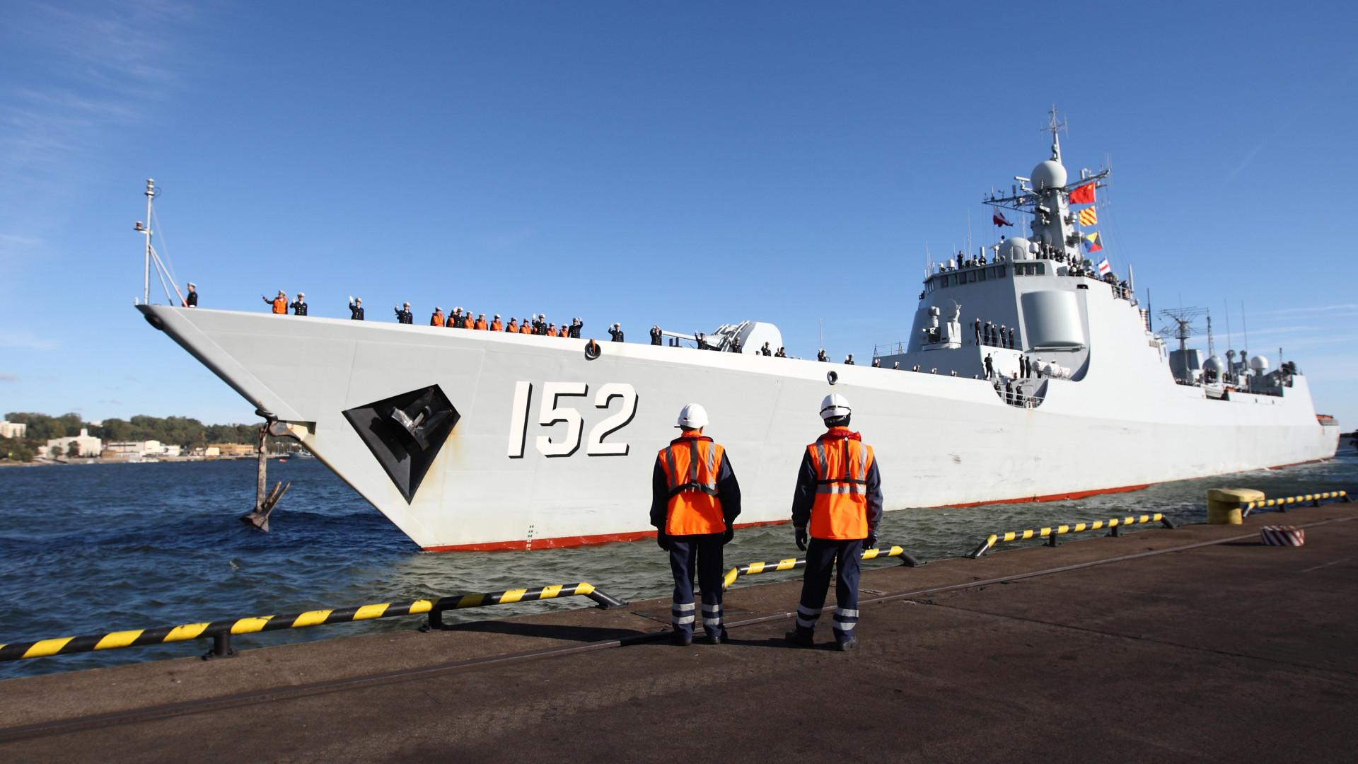 Váratlanul 300 kínai hadihajó jelent meg ... - krónika