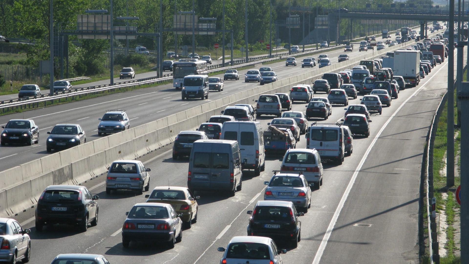 Dugó az M7-esen: baleset miatt torlódik a forgalom a Balaton felé