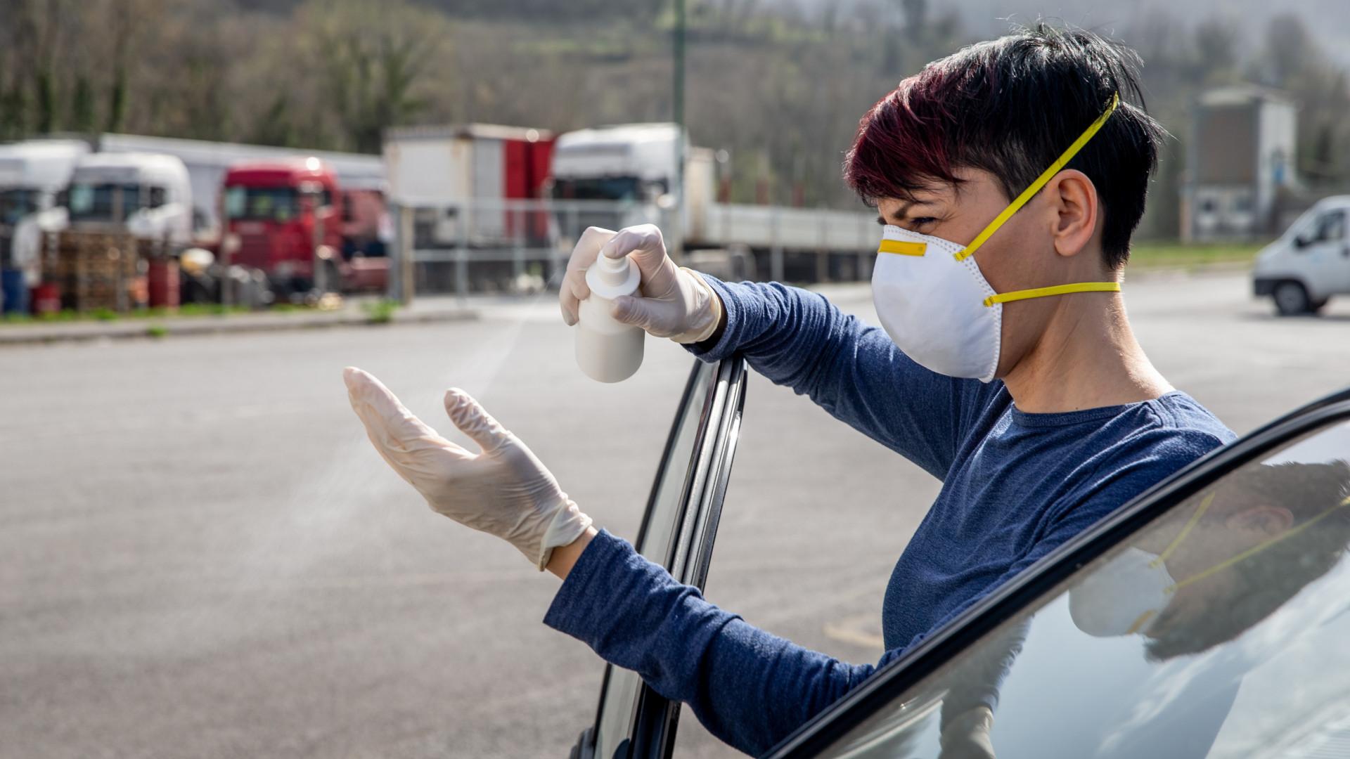 Koronavírus: új csúcson a járvány globális terjedési üteme, míg itthon és a régiónkban szépen enyhül