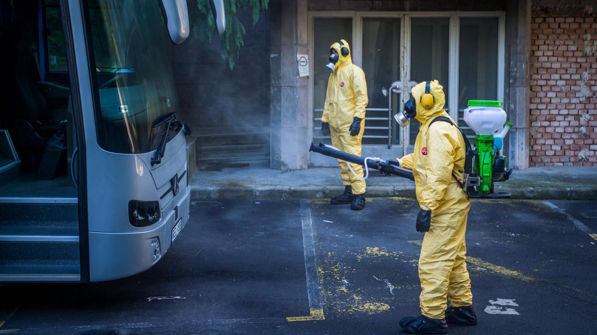 Koronavírus: ritkán látni akkora robbanást a világban, mint ami Magyarországon és Csehországban történik