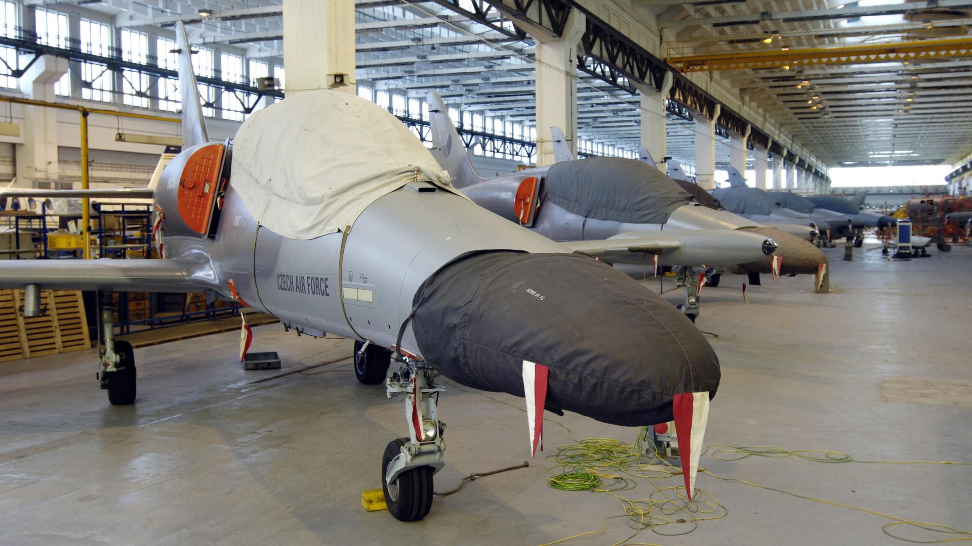 Magyar kézbe került a híres katonai repülőgépgyár – Nézzük, milyen gépek készülnek az új üzemben!