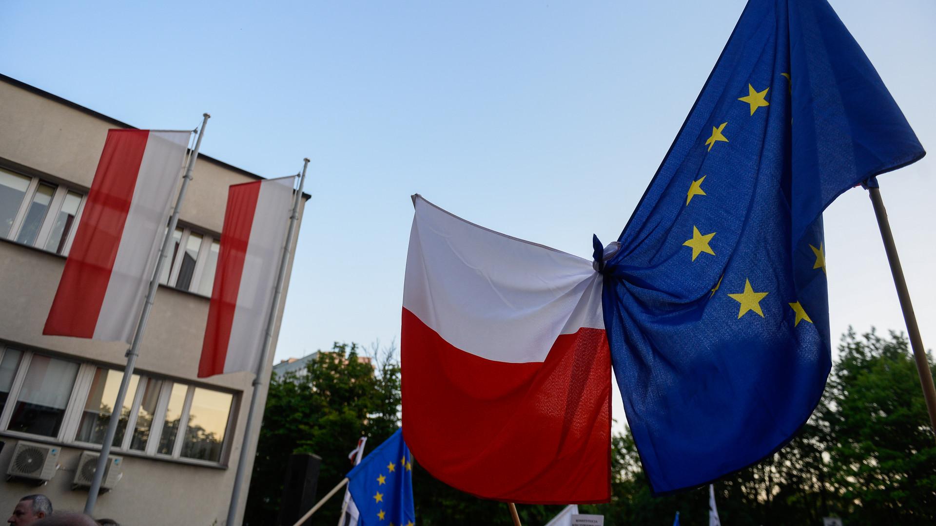 helyszíni találkozón lengyelország)