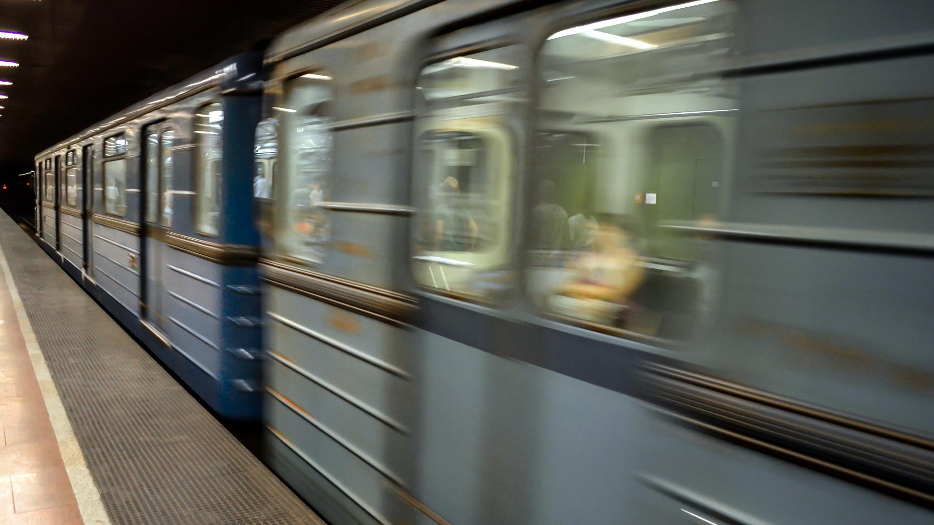 Két és fél év börtönt kapott Moszkvában egy blogger, aki járványpánikot keltett a metróban