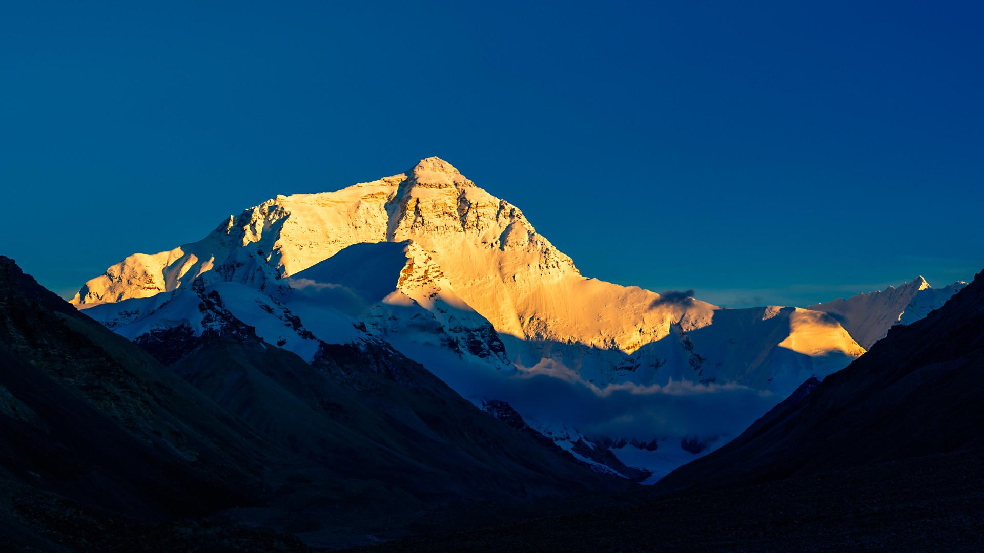 Kínai oldalról lefújták a Mount Everestre induló expedíciókat, nehogy a mászók Nepálból vigyék be a koronavírust