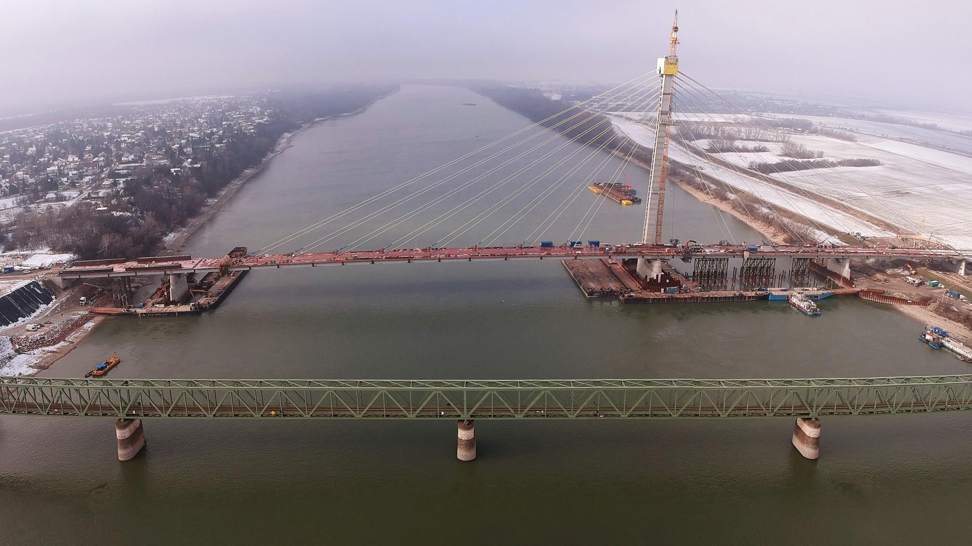 keresés nő híd