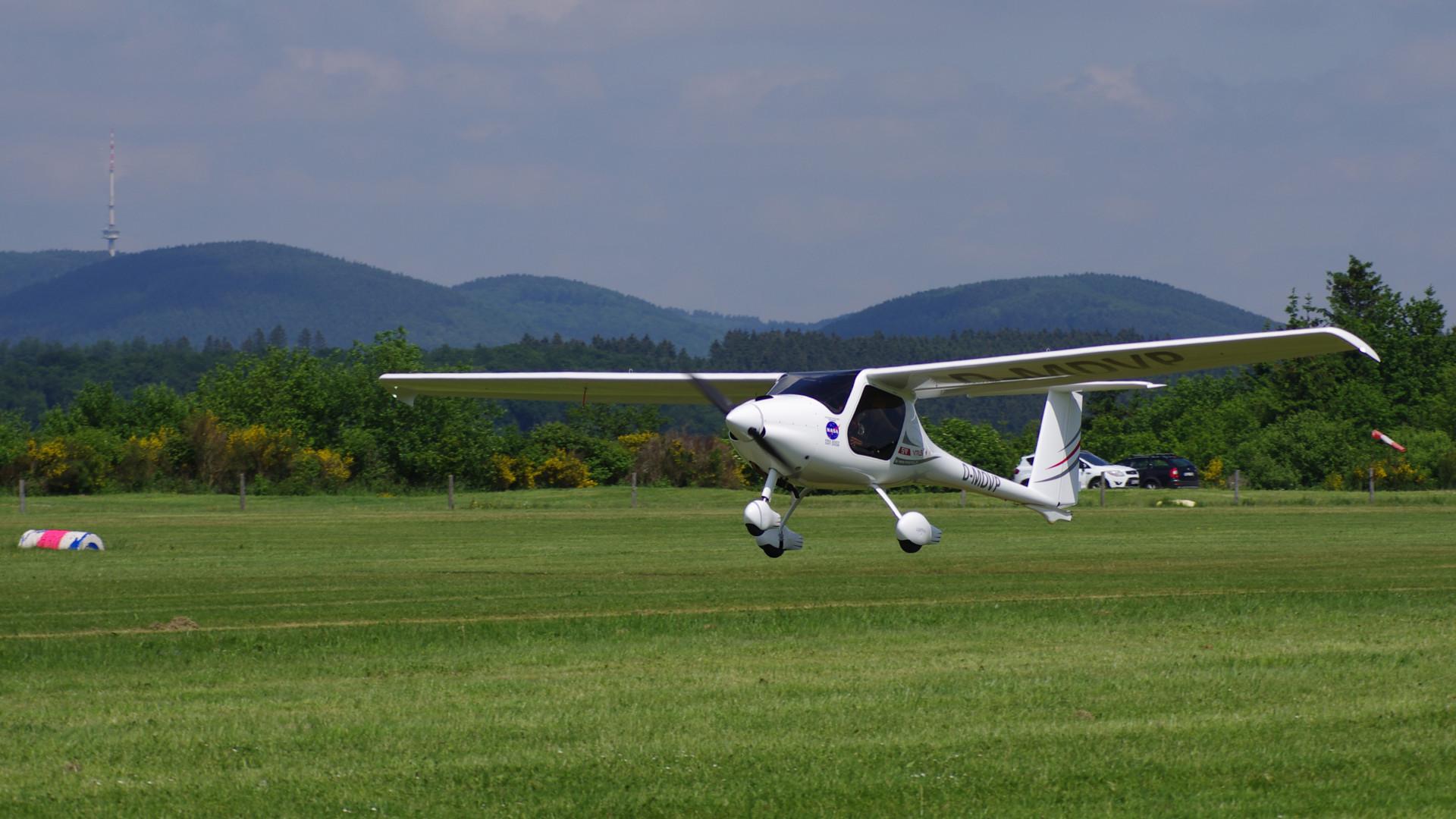 Bejelentették: jelentős gyártási beruházást hoz Magyarországra egy repülési multicég