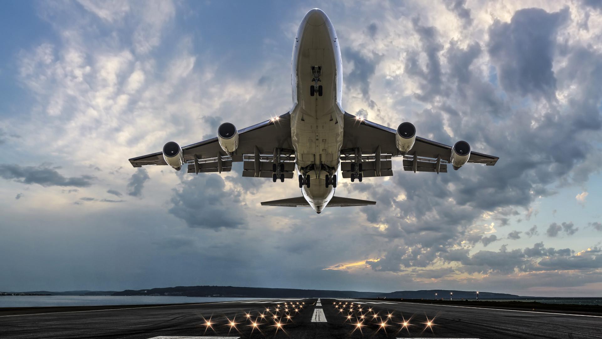 Az utasok fele hamis PCR-tesztettel utazott Londonból egy Romániába tartó járaton