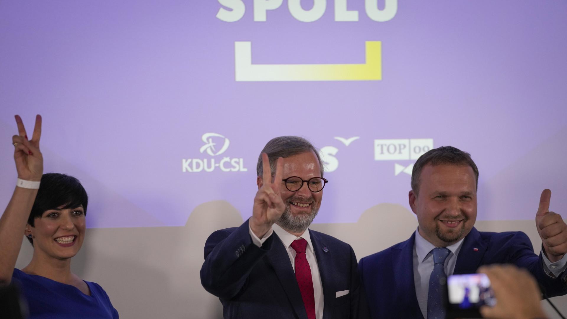 Kizárólag két pártszövetség, a Spolu és a Polgármesterek-Kalózok alakítana kormányt Csehországban thumbnail
