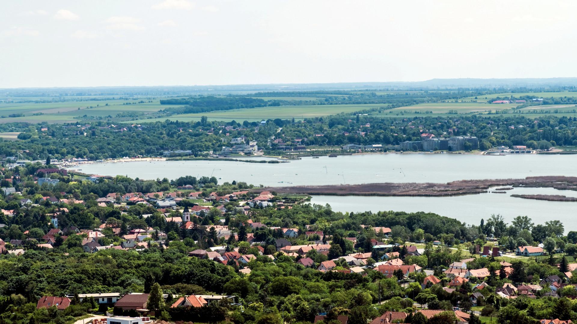 Úgy vesszük a nyaralókat, mint a cukrot - Izzik a Balaton és a Velencei-tó körüli nyaralópiac