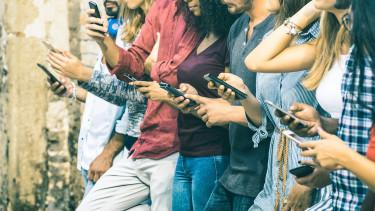 100 ezer dollár üti a markát valakinek, aki egy évig nem használ okostelefont