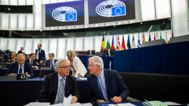 18 September 2019, France (France), Strassburg: Jean-Claude Juncker (l-r), President of the European Commission, and Michel Barnier, chief Brexit-negotiator of the EU.
