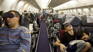 19 órás repülőútra küld embereket a Qantas hogy megvizsgálják, hogy hat az egészségre