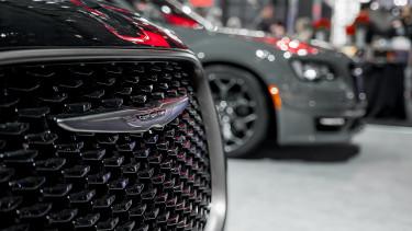 5 millió fékezhetetlen autót hív vissza a Fiat Chrysler