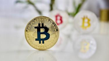 6000 dollár felett a bitcoin
