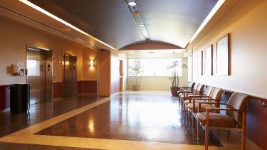 A magánklinikákra is követik bevált orvosaikat a betegek