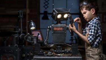 A népesedési katasztrófa ellenszere: okos családpolitika és robotok