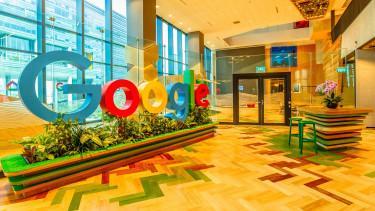 A sztárbefektető belenyúlt a darázsfészekbe - Titokban összejátszik a Google Kínával?