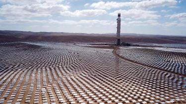 A világ legnagyobb, éjjel is termelő naperőművét építik fel Dubajban
