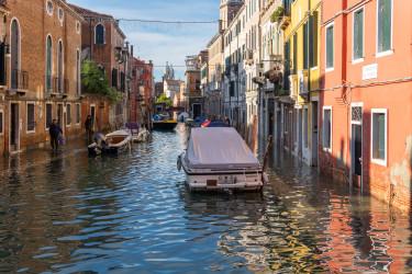 Acqua_alta_in_Venice,_Fondamenta_del_Squero,_2019