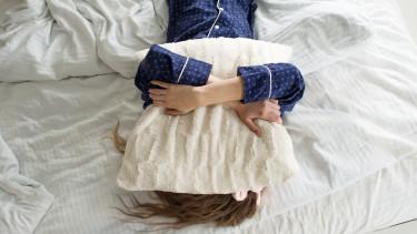 alvás_pihenés_ágy_shutter