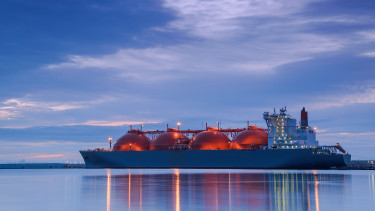Átadták az első orosz úszó LNG-terminált
