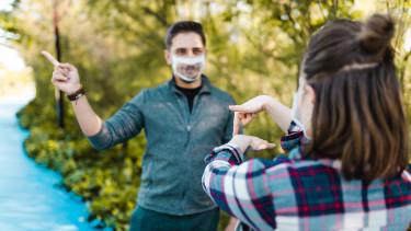 átlátszó maszk