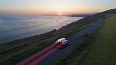 autó vezetés kocsi nyaralás tengerpart naplemente