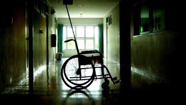 Az állami egészségügy megroppanására figyelmeztetnek