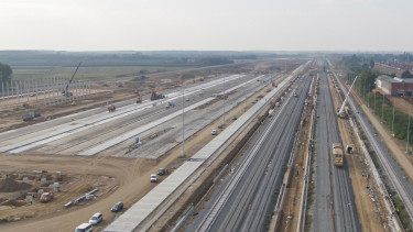 az east-west gate terminál építése záhonynál
