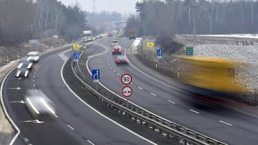 Az M2-es autóút gödi lehajtója 2017. február 8-án.