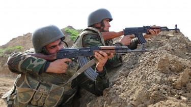 azeri katonák