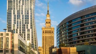 Bankpánik alakul Lengyelországban, esik a tőzsde és a zloty