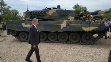 benkő tibor honvédelmi minisztérium miniszter leopard 2a4 tank honvédség